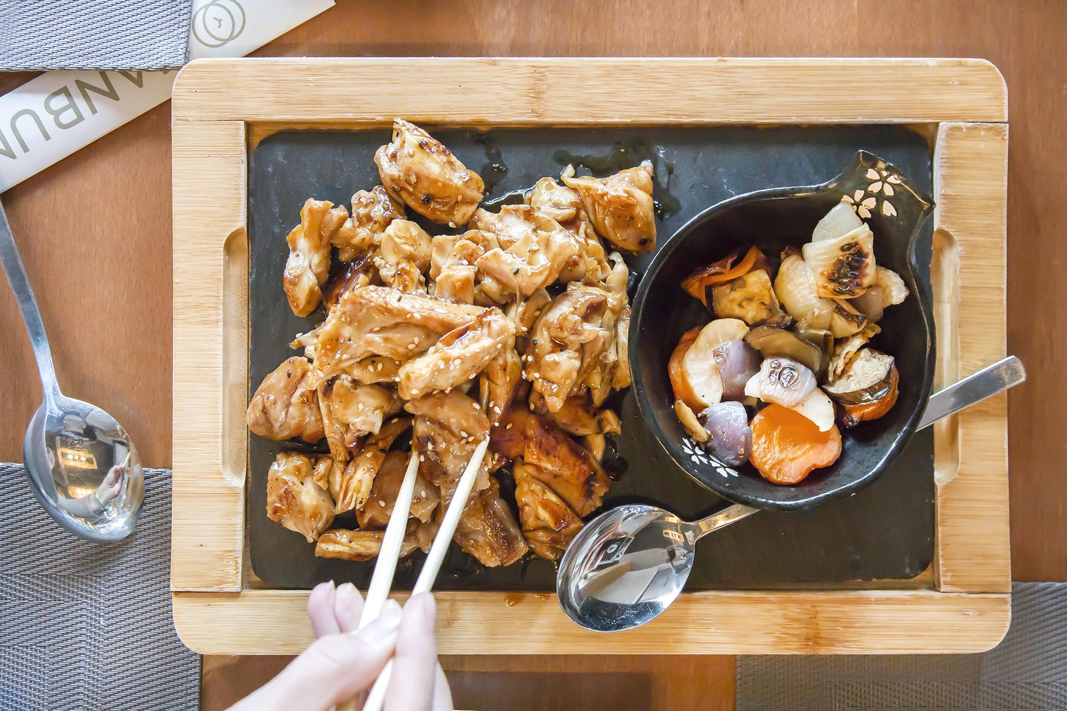 Kanbun, platos orientales fusión para compartir en Arturo Soria