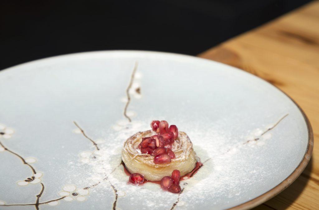 Plateselector - Flor de salsifi con granada del restaurante Gaytan de Madrid