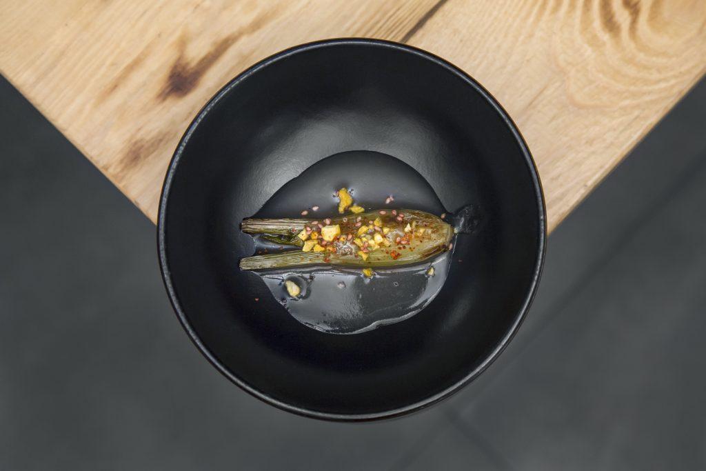 Plateselector - Hinojo cocido con sopa choco y mango del restaurante Gaytan de Madrid
