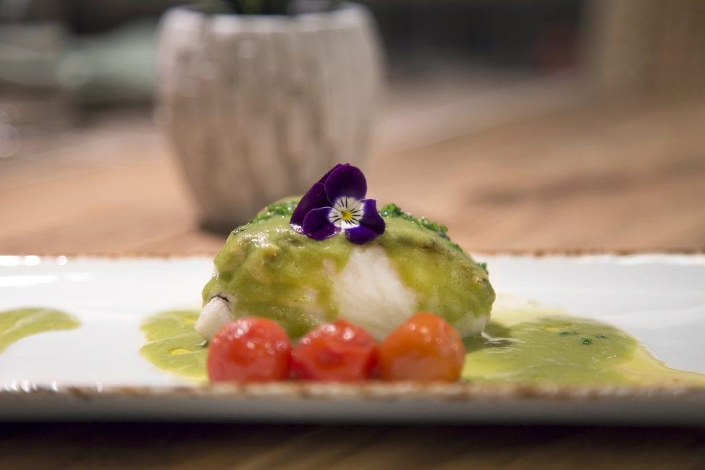 Plateselector - Merluza con salsa de albahaca del Restaurante Gallinas y Focas de Madrid
