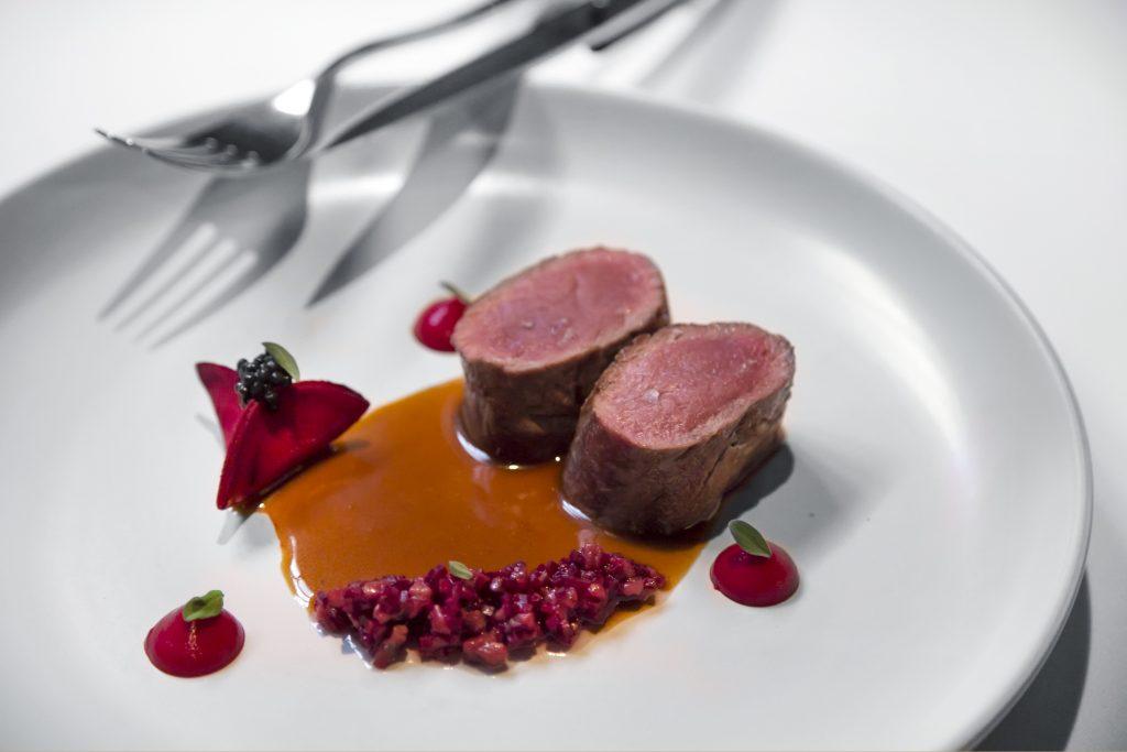 Plateselector - Cierva asada del Restaurante Santerra de Madrid