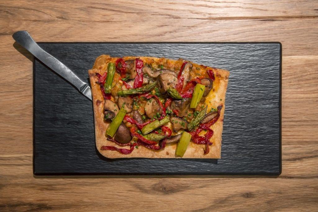 Plateselector - Coca de escabeche de setas del Restaurante Gallinas y Focas de Madrid