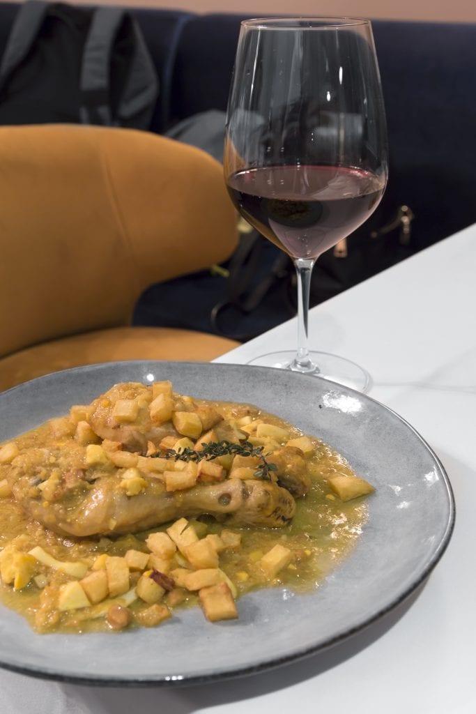 Plateselector - Pollo de corral en pepitoria del Restaurante Prístino de Madrid