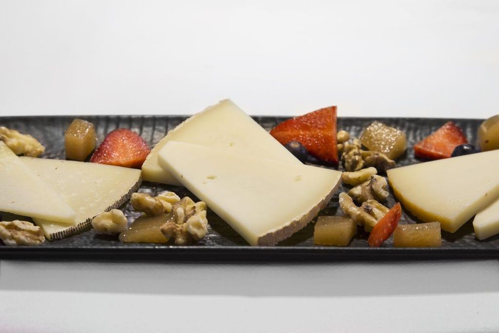 Plateselector - Degustación de quesos idiazabal roncal y ossau iraty del Restaurante Nebak de Madrid