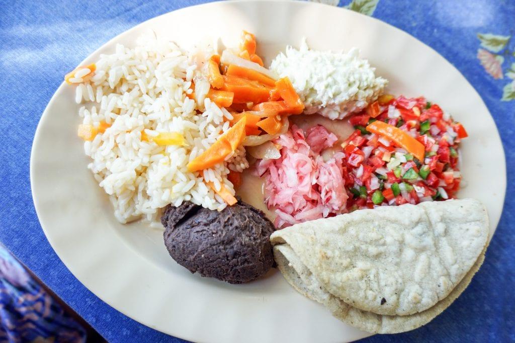 Plateselector - Plan-D Guatemala Frejoles arroz ensalada y tacos